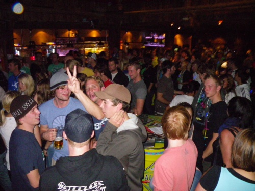 sickline2010_party077_500_01
